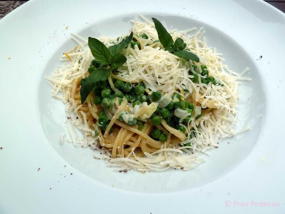 Spaghetti mit Erbsen-Carbonara, vegetarisch