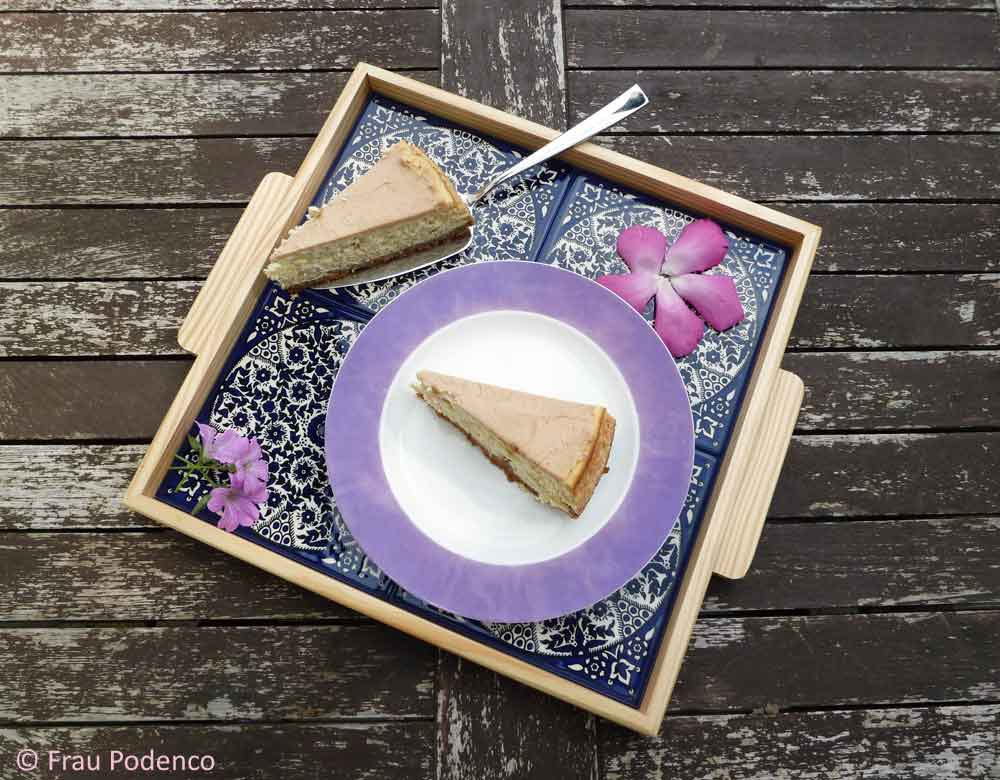 Banana-Cheesecake mit Erdnussbutter-Topping