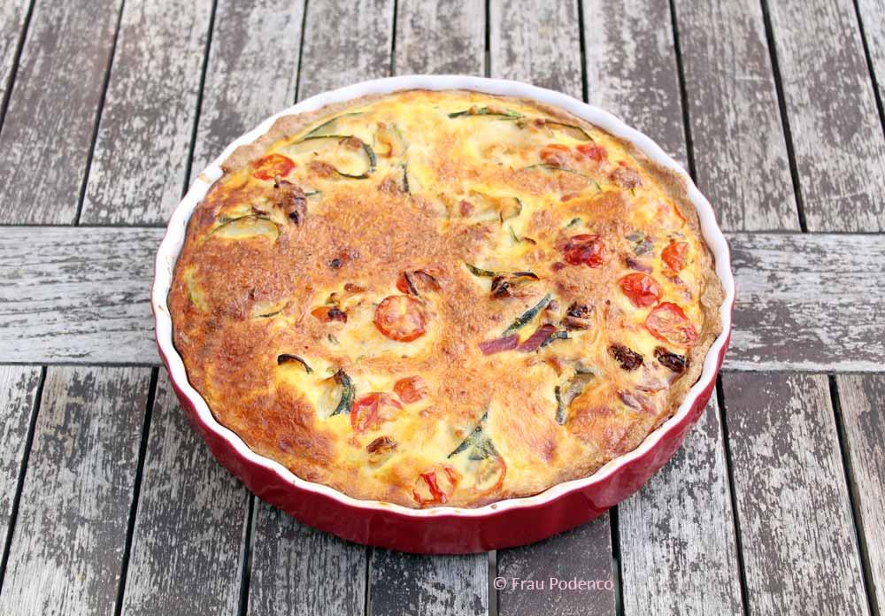 Zucchini-Tarte mit Tomaten und Basilikum. Vegetarische Rezepte, vegetarisch, Quiche