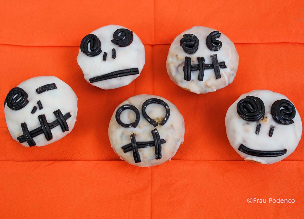 Schokomuffins in Skelett-Optik zu Halloween ein tolles Rezept