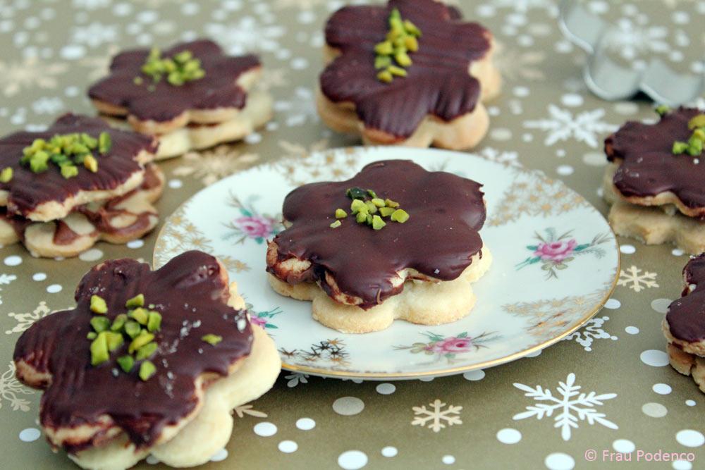 plätzchen backen mit Marzipan und Schokolade
