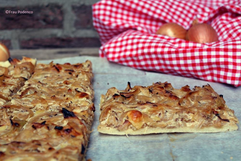 Zwiebelkuchen vom Blech, vegetarisch, einfach kochen