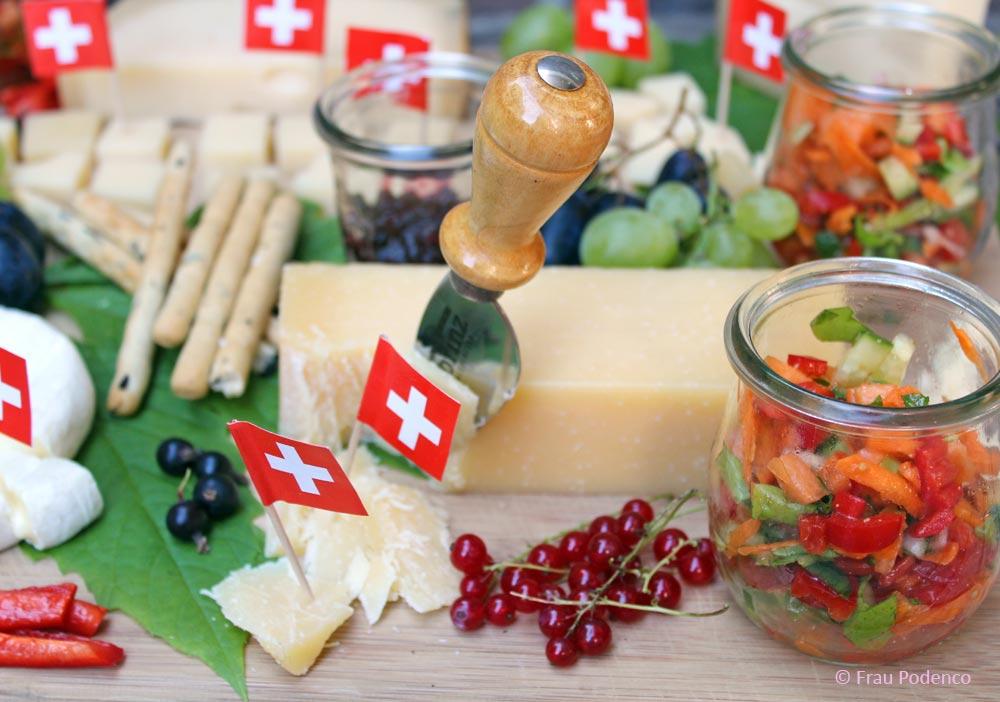 Käseplatte Rezept und Tipps zur Dekoration, Begleiter
